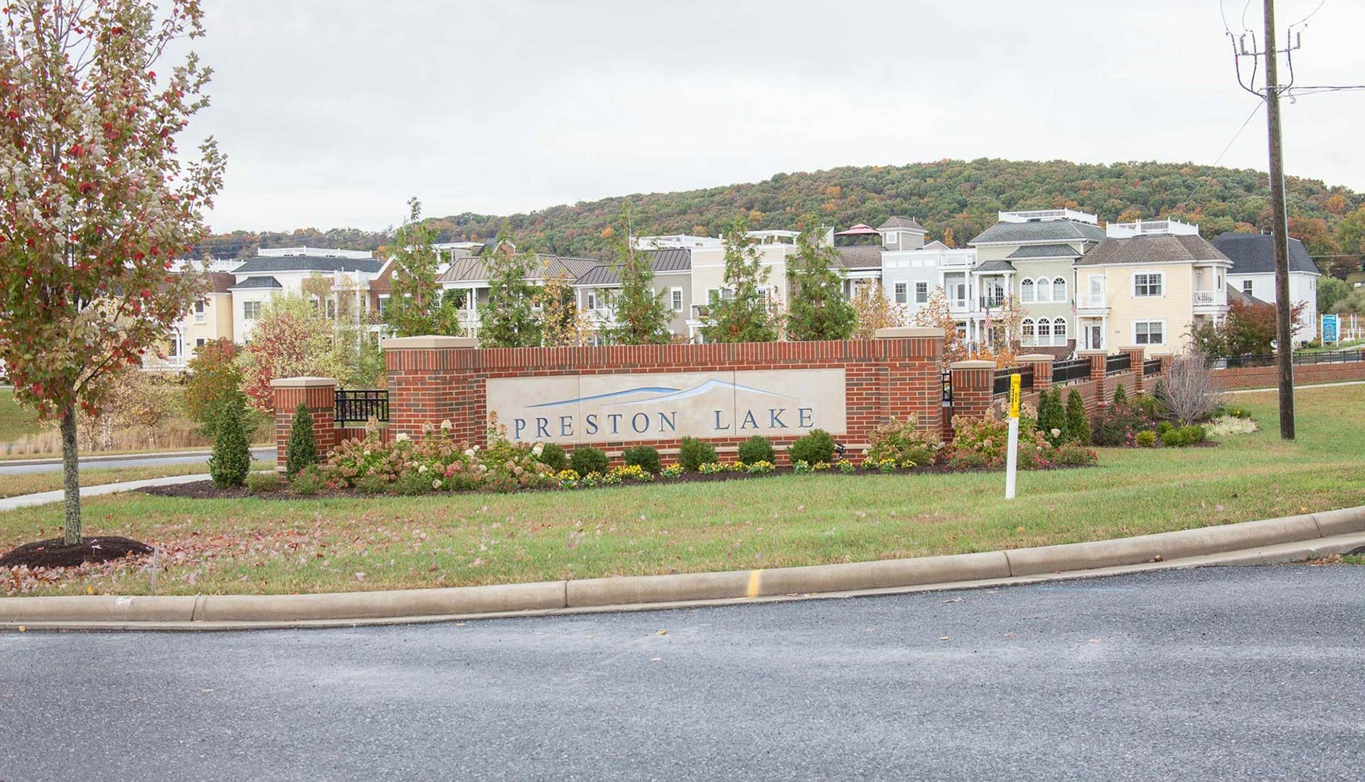 Preston Lake Community Entrance in the Fall